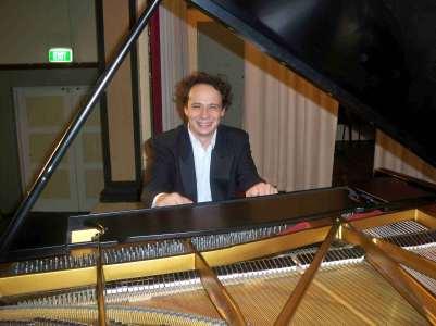 Evgeny Ukhanov-Piano